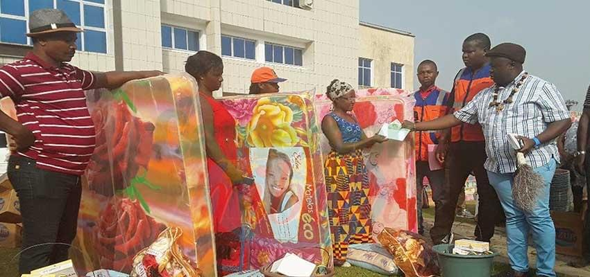 Image : South West: 150 IDPs Receive Christmas Gifts