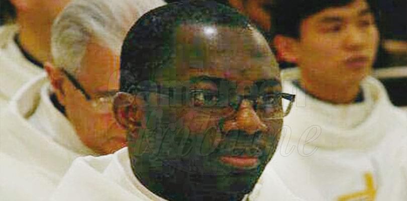 Image : Eseka:  Mgr Dibongue, administrateur