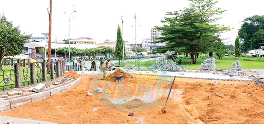 Place de la Besseke : le rond-point en chantier