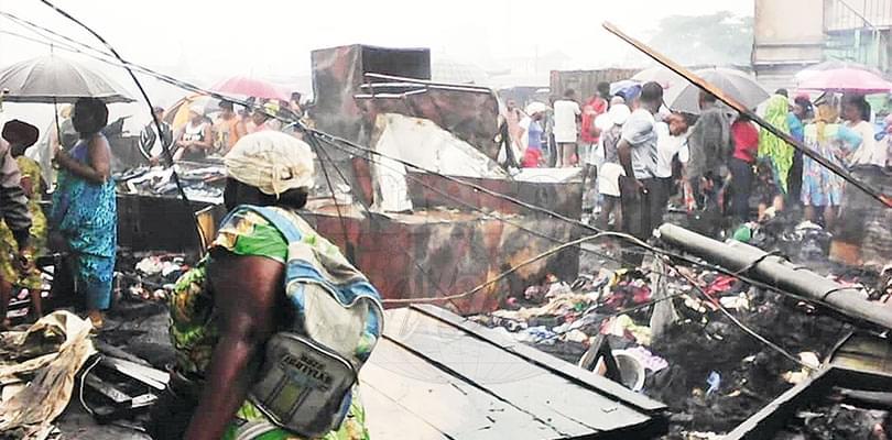 Image : Marché Bonamoussadi: plus de 500 boutiques et étals en fumée