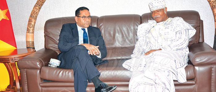 Cameroun - Commonwealth:Akbar Khan chez Philemon Yang