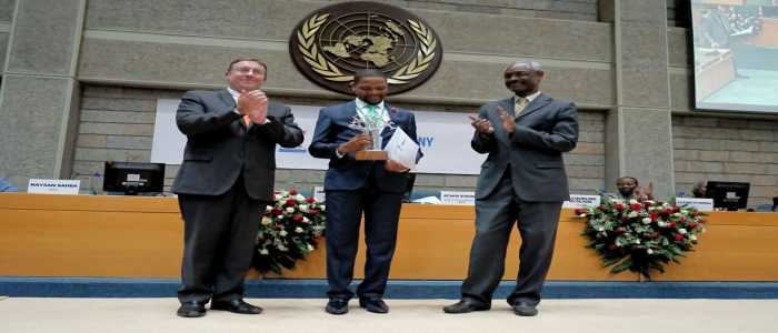 Image : UNEP Baobab Staff Awards:Dr. Richard Munang Wins Programme Innovative Award